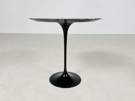 Tulip side table Knoll